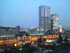 新丸ビルから眺めた夜の東京駅