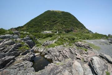 室戸岬から灯台を望む