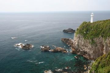 展望台から見た足摺岬灯台